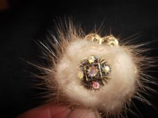 VINTAGE ELEGANT BROOCH GOLD TONE PIERCED WITH REAL FUR & SPARKLE AURORA CENTRE